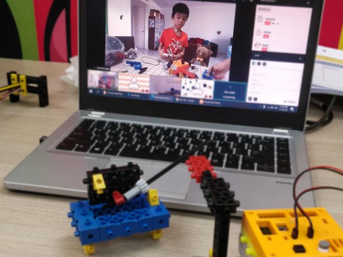 home robotics class intructor demo